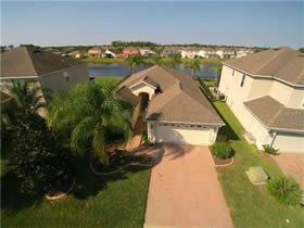 Luxury villa overlooking the pond in closed condominium - Davenport - Orlando - $238,000